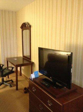 Quality Hotel & Suites: intérieur de la chambre