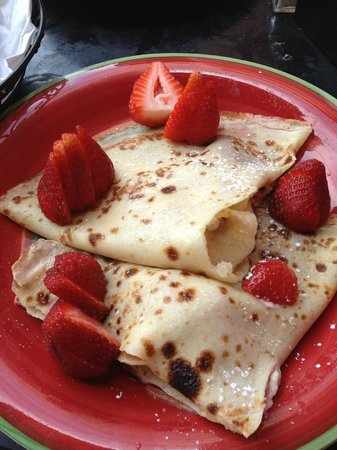 Paris Bakery & Cafe: Crepes with goat cheese and strawberries