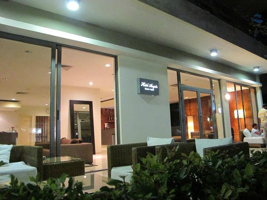 Angela Suites & Lobby: entry