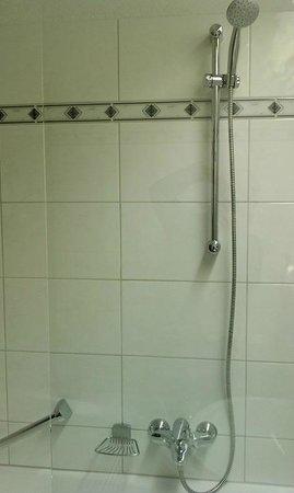 Hotel Verwall: Bathroom shower
