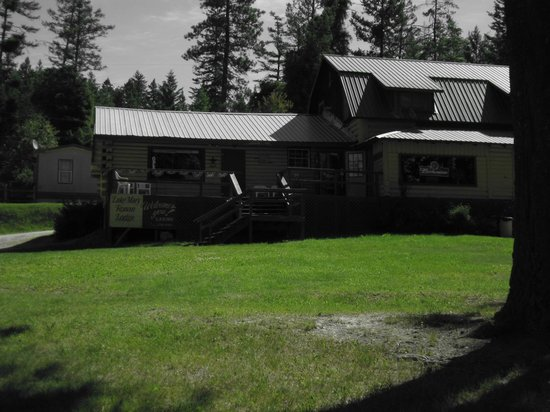 Proctor, MT: The lodge building, containing the restaurant on one side and the eat-in lounge on the other ...