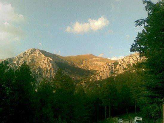 Hotel Felycita: Al tramonto i monti si colorano di un rossiccio,sembra che il monte intero vada a fuoco mentre l