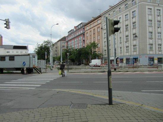 Plaza Alta: Kreuzung vorm Hotel