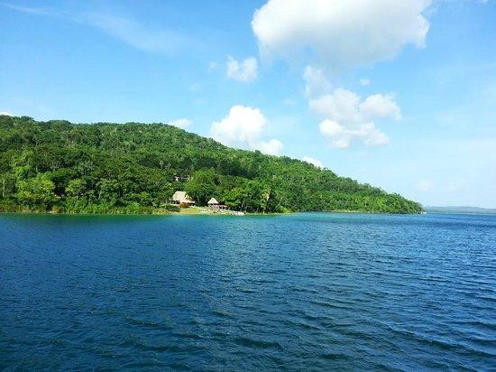 Camino Real Tikal: Vista de la playa desde Barco Imix