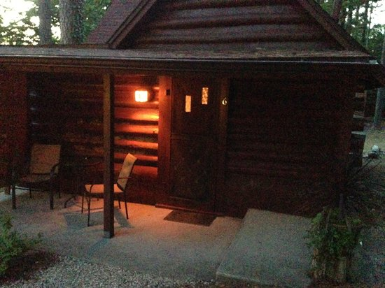 Tall Pines Inn: Cabin 6