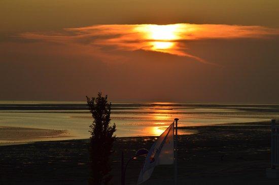 Pierre & Vacances Premium Residenz de la Plage: sunset