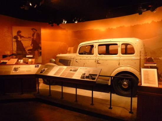 bonnie clyde car replica picture of national museum of. Black Bedroom Furniture Sets. Home Design Ideas