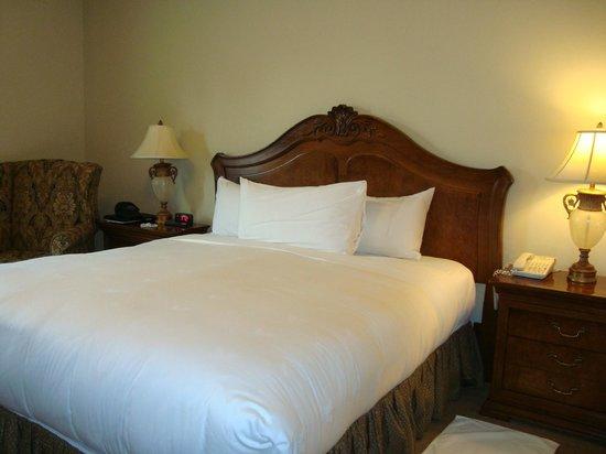 The Carlton Hotel: nice linens