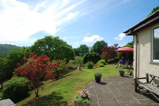 Heulwen Guest House: The garden