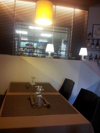 la salle donnant sur la cuisine - picture of kiozen, lyon
