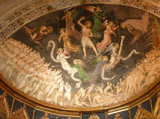 Old Cathedral (Catedral Vieja): Fresco sobre el retablo