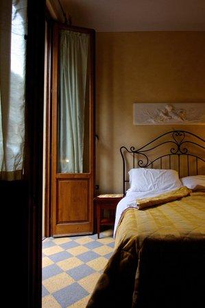 Hotel Della Robbia: door to the balcany