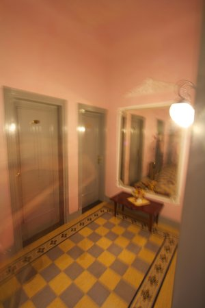 Hotel Della Robbia: Hallway on the second floor