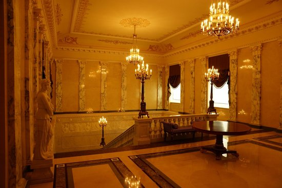 Four Seasons Hotel Lion Palace St. Petersburg: Hallway