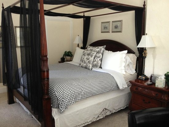 The St. Mary's Inn: Beautifully decorated (and comfortable) bedroom