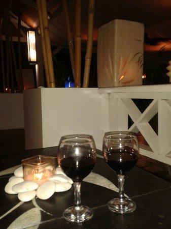 El Limbo on the Sea Hotel Restaurant: Un lindo lugar para tomar una copa de vino y relajarse
