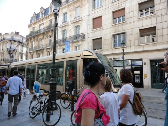 Best Western Hotel D'Arc : View from Republique street (the very convenient tramway)
