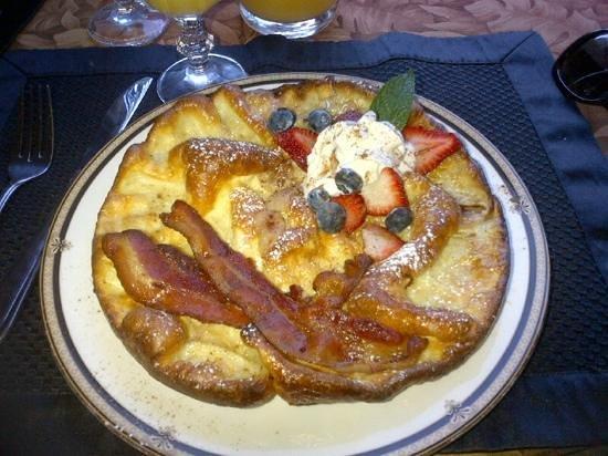 The Tuwanek Hotel: breakfast day 1