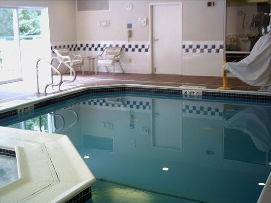Fairfield Inn Concord: pool, small but clean and refreshing