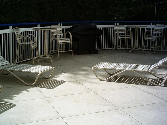 Fairfield Inn Concord: Patio area off indoor pool