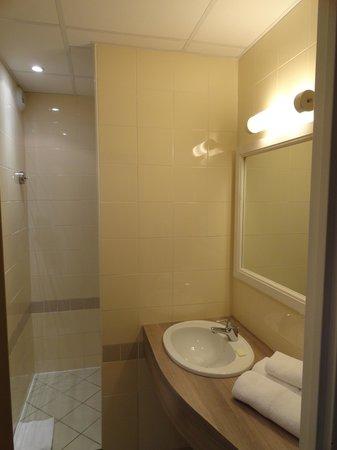 Hôtel Club Vacanciel Roquebrune-sur-Argens : salle de bain