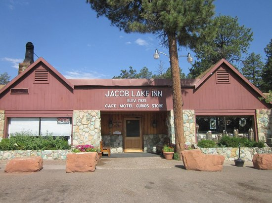Jacob Lake Inn: Front of the main building