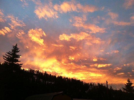 Deer Lodge Red River: Winter sunset - taken from Room 5