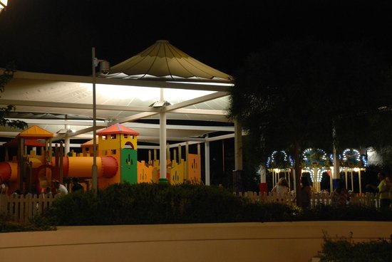 McArthurGlen Designer Outlet Athens: Free playground at McArthur Glen Mall at Spata