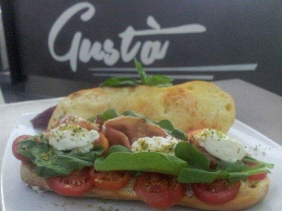 Gusta Food&Drink : panini deliziosi e gustosi..