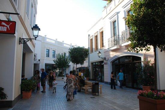 McArthurGlen Designer Outlet Athens: McArthur Glen Mall at Spata