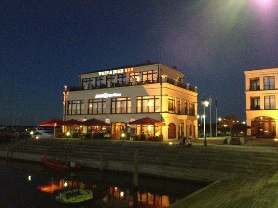 Yachthafenresidenz Hohe Düne: Eines der Hotelrestaurant
