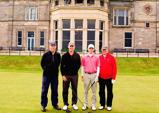 Braeside House : Our group on the 1st tee at the Old Course
