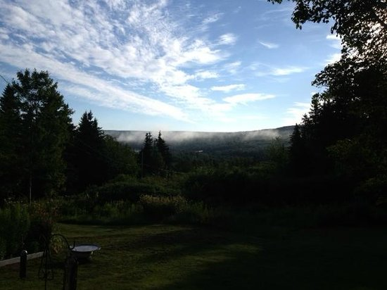 Middle River, Canadá: View from Front Porch........beautiful!