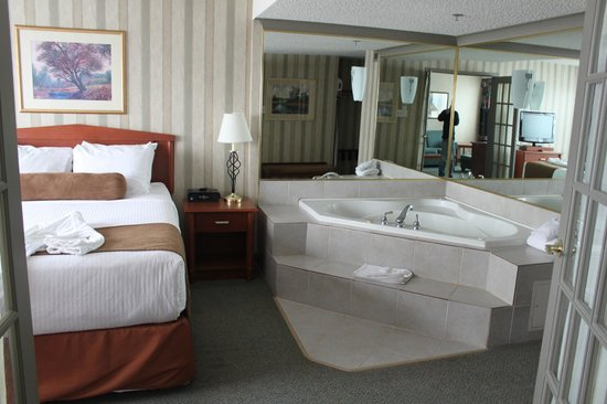 Ramada Plaza Regina Downtown: Jacuzzi Suite