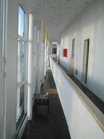 Remota: Vista del pasillo del segundo piso, ala norte