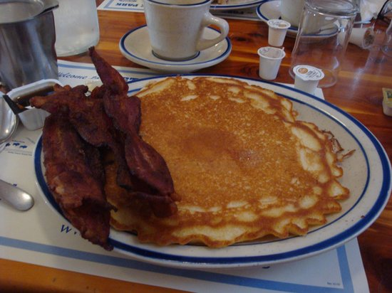 Fort Robinson State Park Lodge : breakfast at lodge restaurant