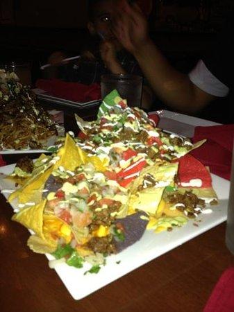 Latin House Burger and Taco Bar: Nachos!!