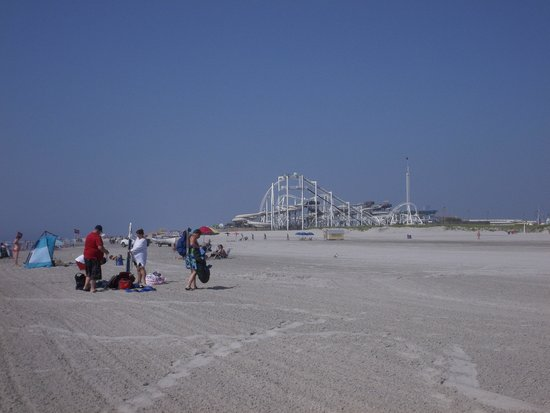 North Wildwood Beach: The start to anothe great beach day :)