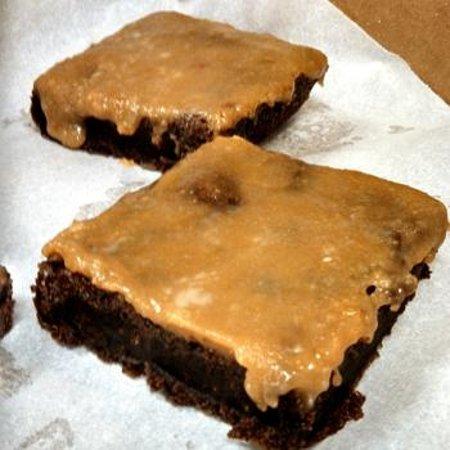 Sugar Island Bakery: Salted Caramel Brownies!