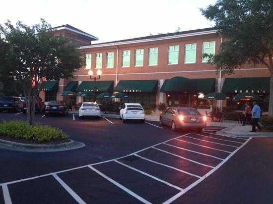Henry's Restaurant: exterior