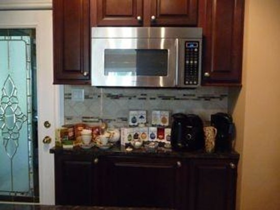 Eagles Rest: Kitchen with Guest Amenities