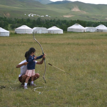 Tuul Riverside Lodge: Experiencing archery