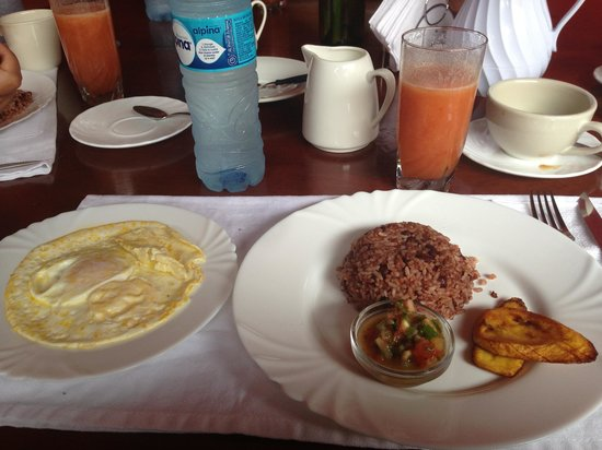 Hotel Casa del Consulado : The typical Nicaraguan breakfast. It's very filling!