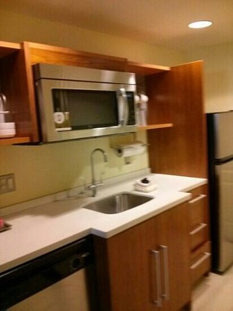 Home2 Suites by Hilton Jacksonville : kitchen