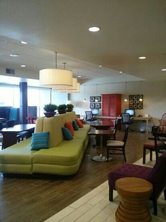 Home2 Suites by Hilton Jacksonville: lobby, breakfast area