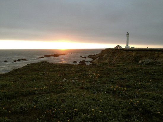 Point Arena Lighthouse: stunning sunset