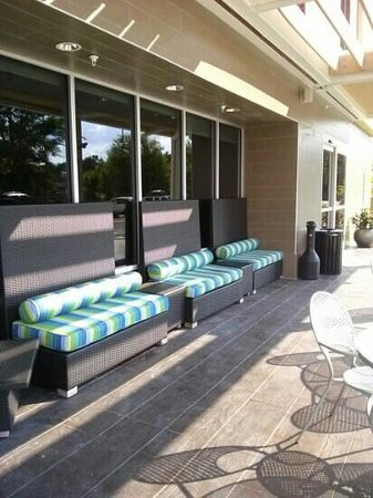 Home2 Suites by Hilton Jacksonville : outdoor seating