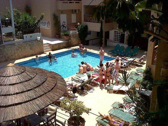 4 Seasons Hotel : pool area