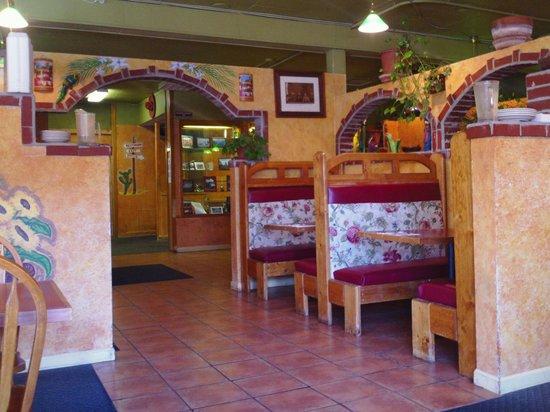 Paso Del Norte: Comfy Booths!