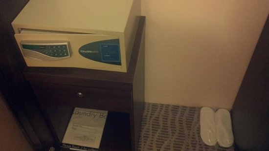 Sunway Pyramid Hotel: In Room safe